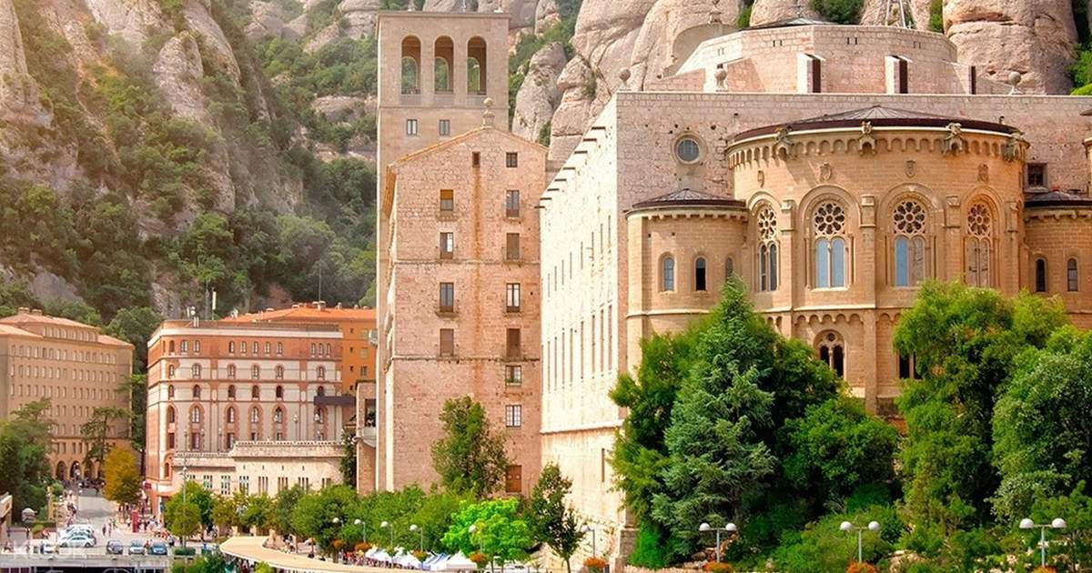 Montserrat and Hiking Half Day Tour (Small Group)