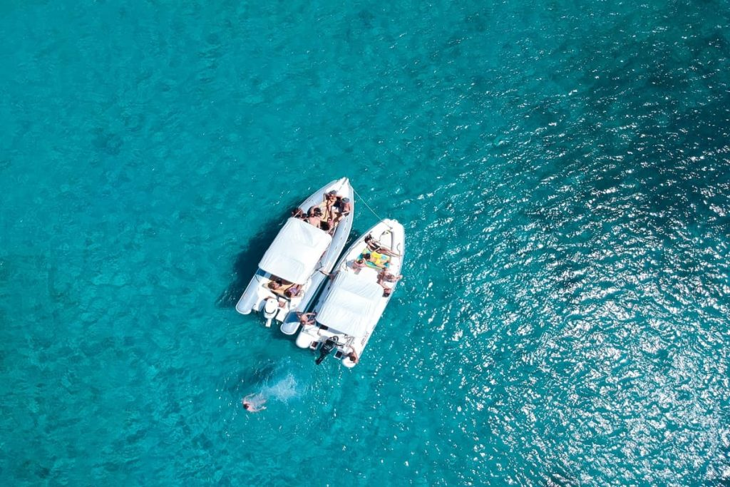 Boat tips in clear waters