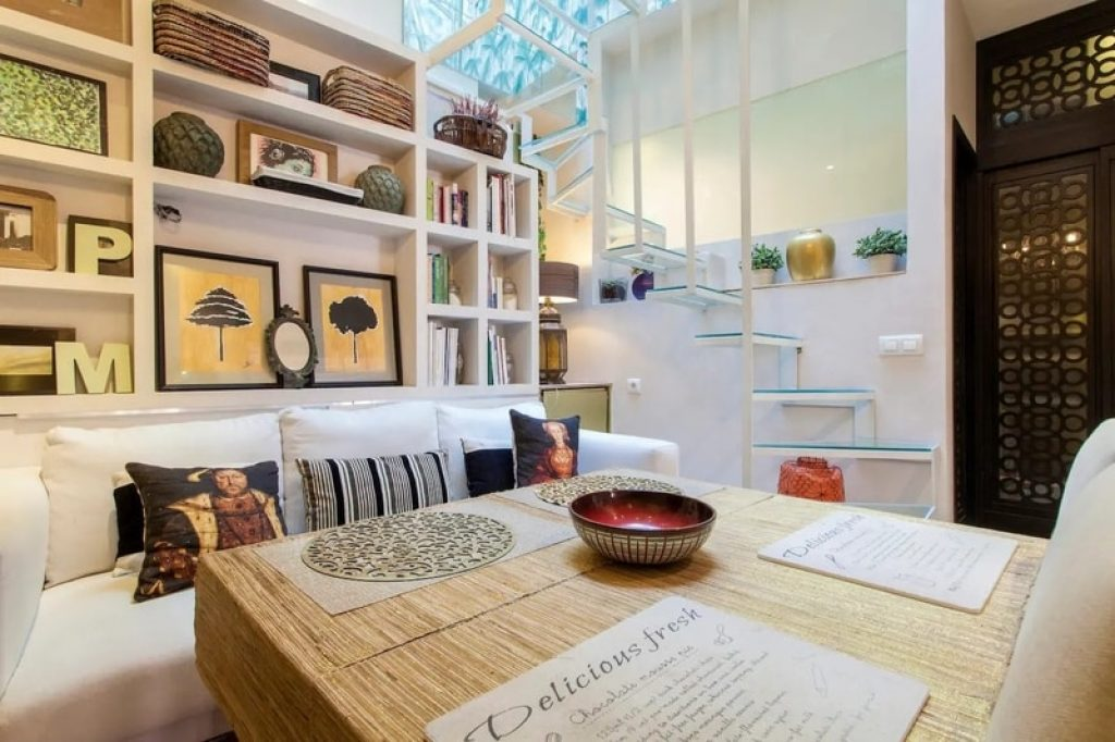 dinning-area-airbnb-seville-spain