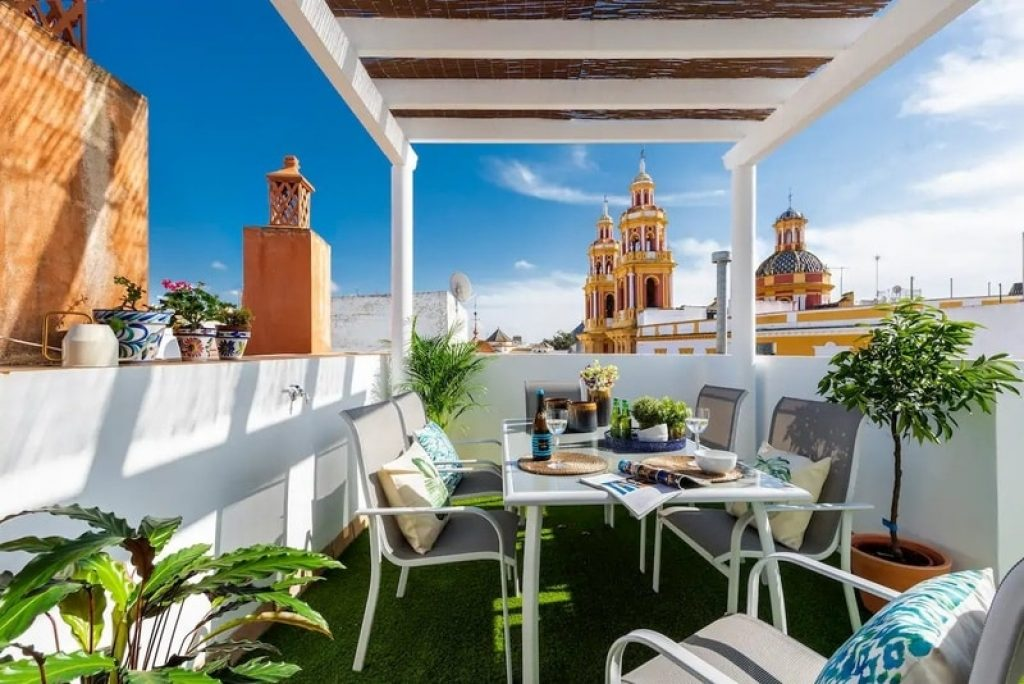 dinning-table-rooftop-terrace-airbnb-seville-spain
